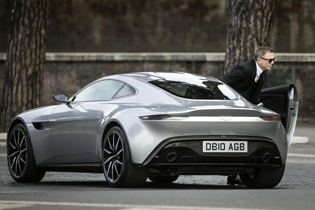 James-bond-takes-new-aston-martin-db10-for-a-ride-4